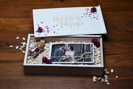 Exklusive Holzbox in weiss