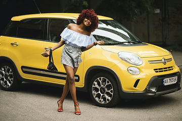 woman-standing-near-yellow-fiat-500l-120