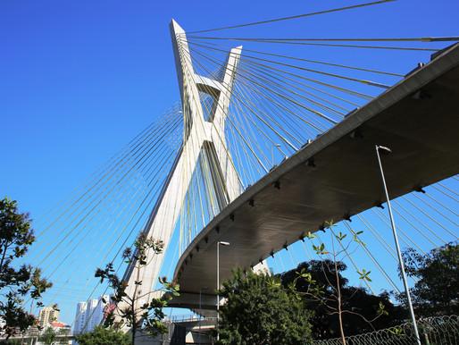 Navegando pela margens históricas da grandiosa São Paulo.