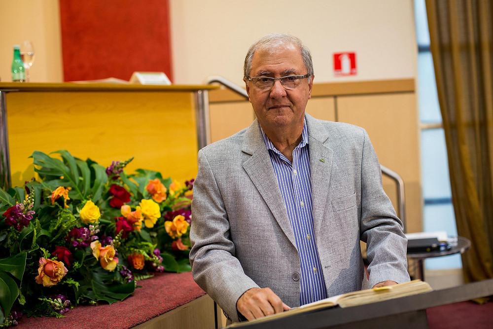 Ricardo Laughton é pecuarista, advogado, vice-presidente da FAEMG, presidente do Comissão Técnica de Pecuária de Corte da FAEMG, e ocupará o cargo de presidente do Sindicato Rural de Montes Claros pelos próximos três anos. Laughton também é membro do Conselho do Instituto Antonio Ernesto de Salvio (INAES)