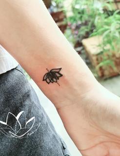 Small lotus flower tat