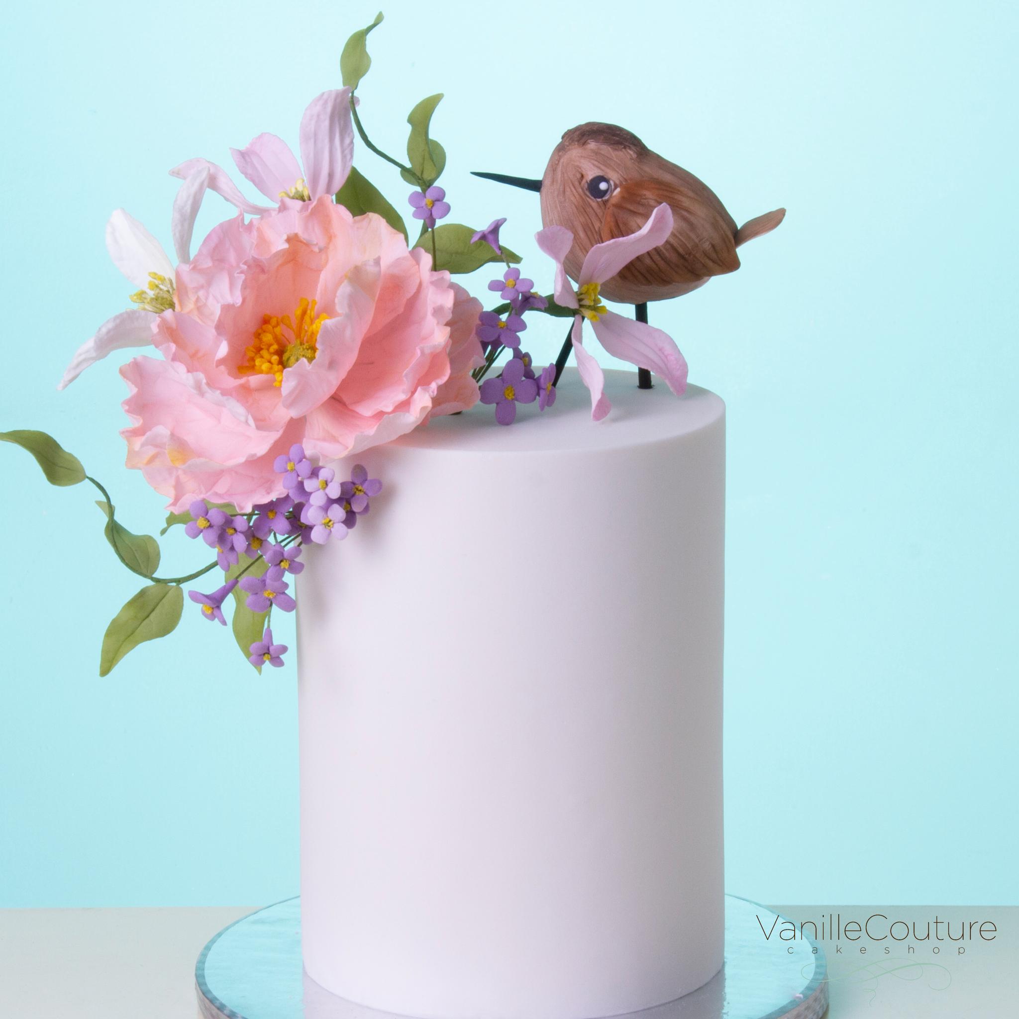Pastel pajarito y flores