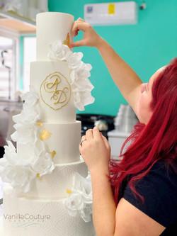 Decorando un pastel de boda