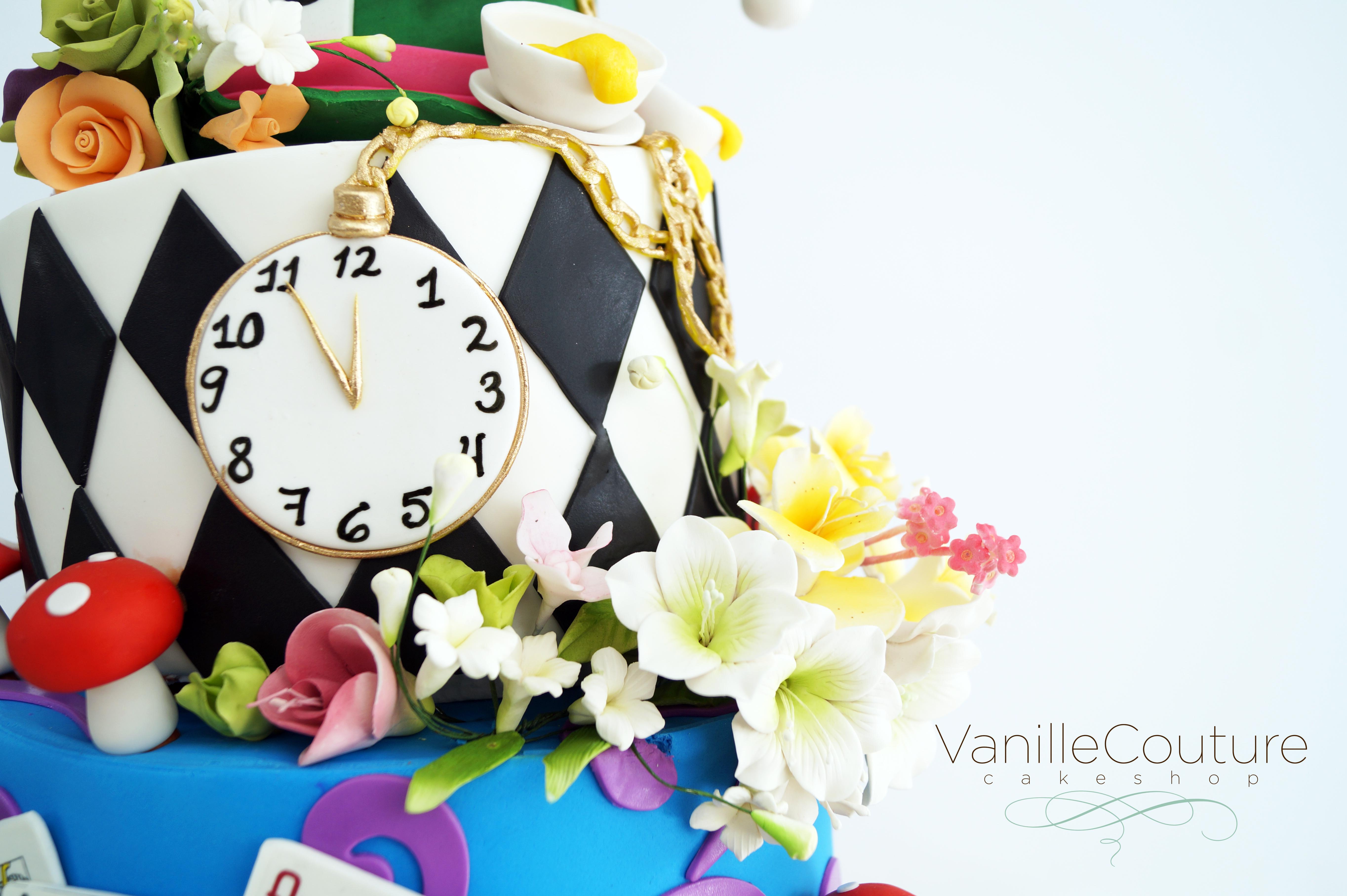 Pastel Alicia reloj y flores