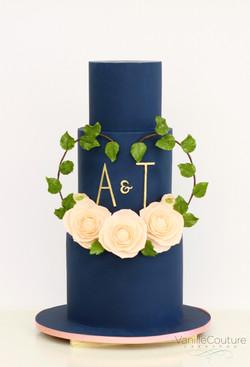 Pastel boda azul marino y blush camelias
