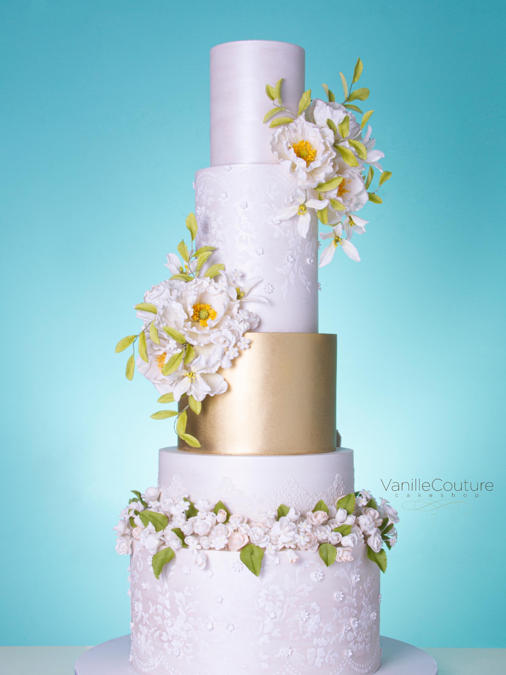 Pastel de boda doble vista blanco y dorado