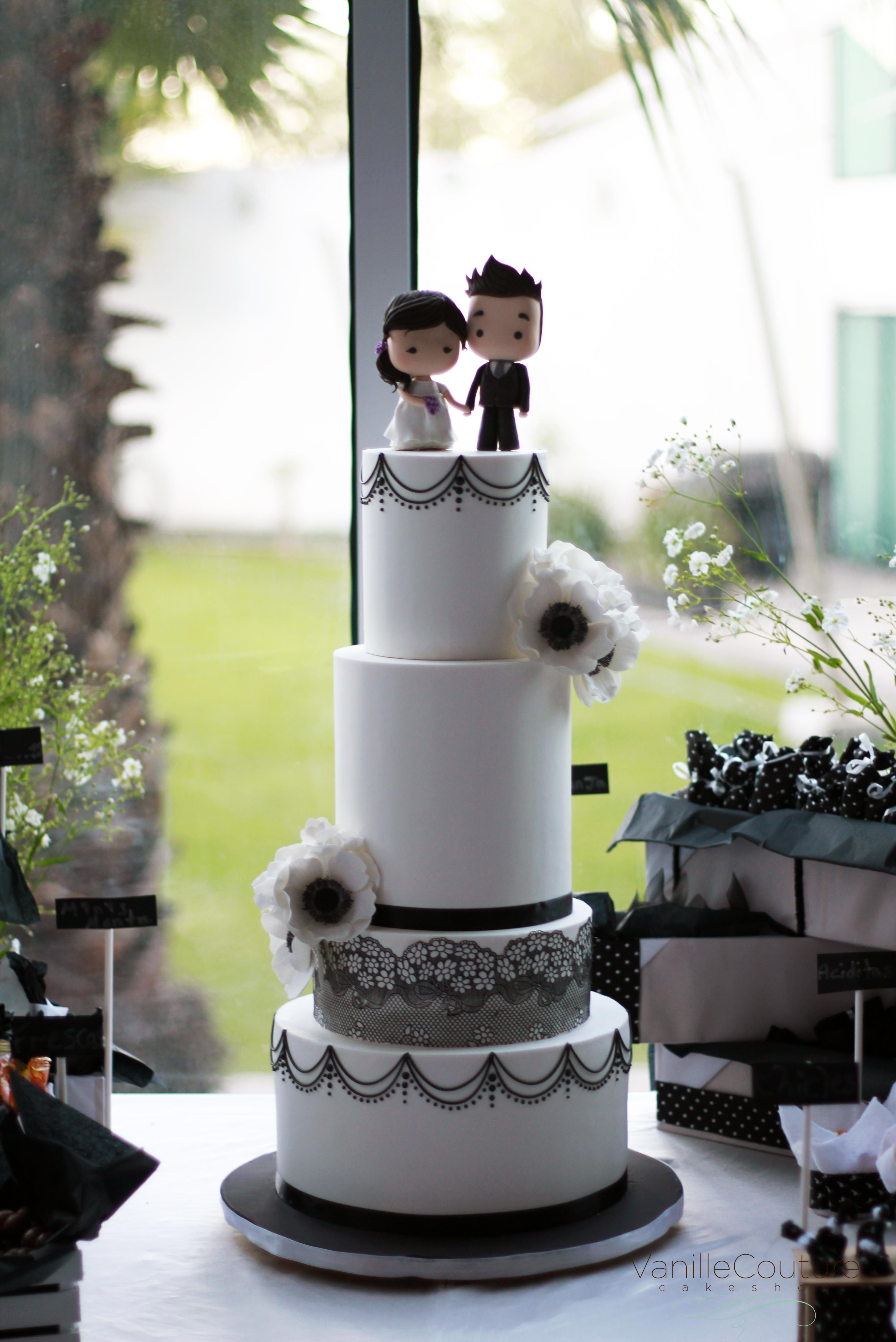 Pastel de boda blanco y negro