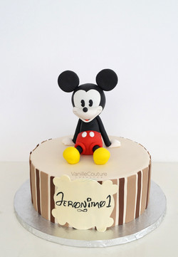Pastel Mickey Mouse sentado