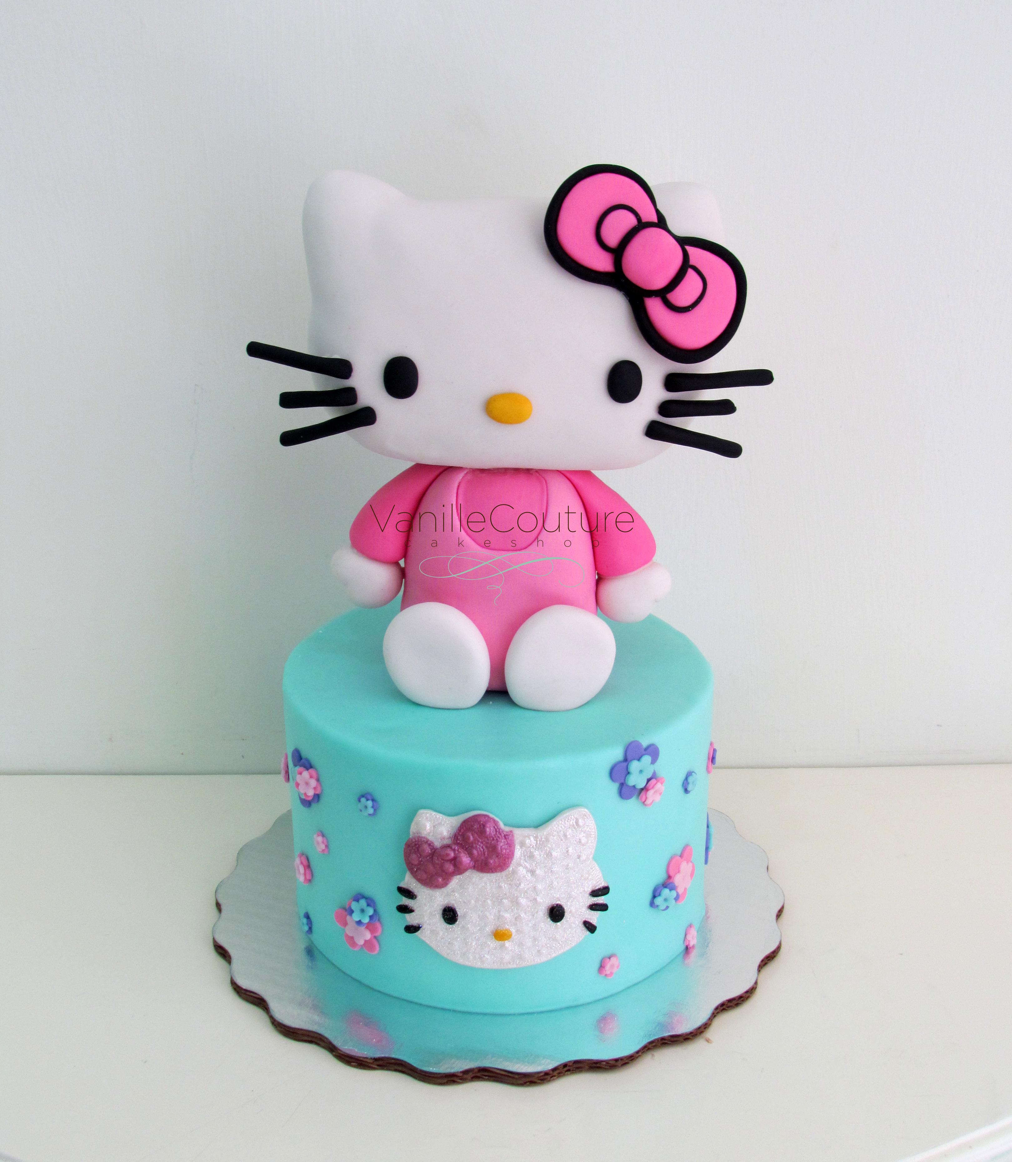 Pastel Hello Kitty gigante