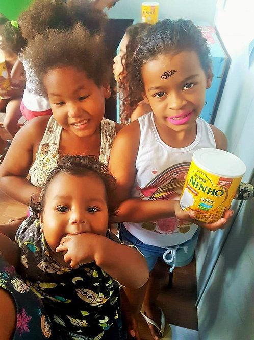 Alimentação | 5 latas de leite :: Gamboa Ação - Bianca