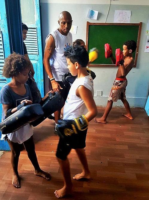 Muay Thai I Saco 70 e 100 kg + suporte :: Gamboa Ação - Pamela