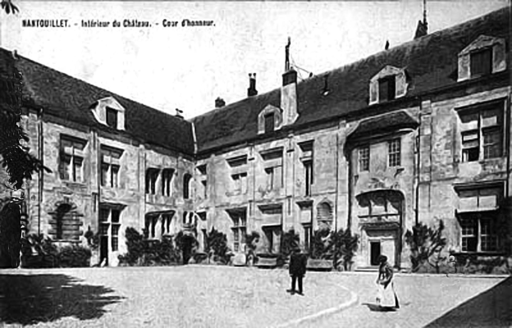 Interieur+du+Chateau++Cour+d+honneur+NANTOUILLET