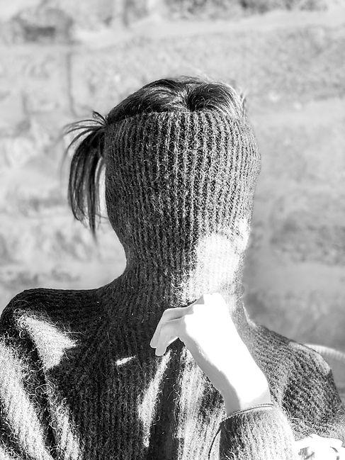 pull col roulé noir et blanc