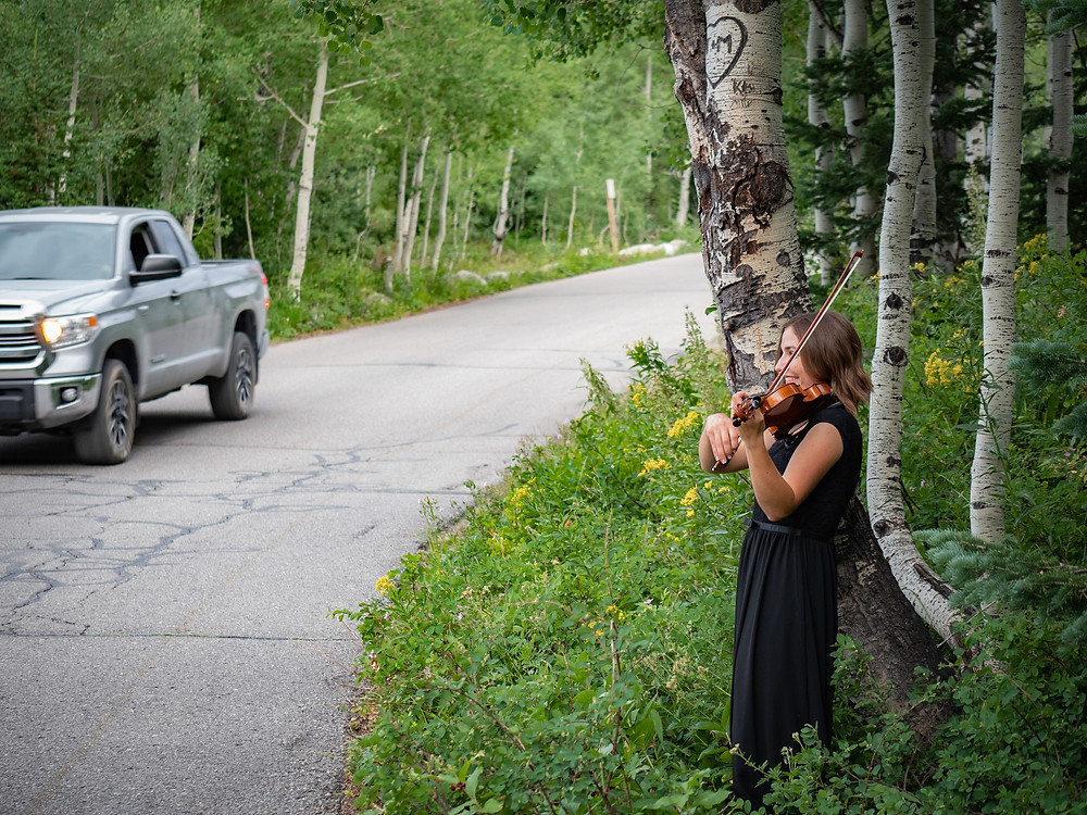 silly violinist in Utah mountains