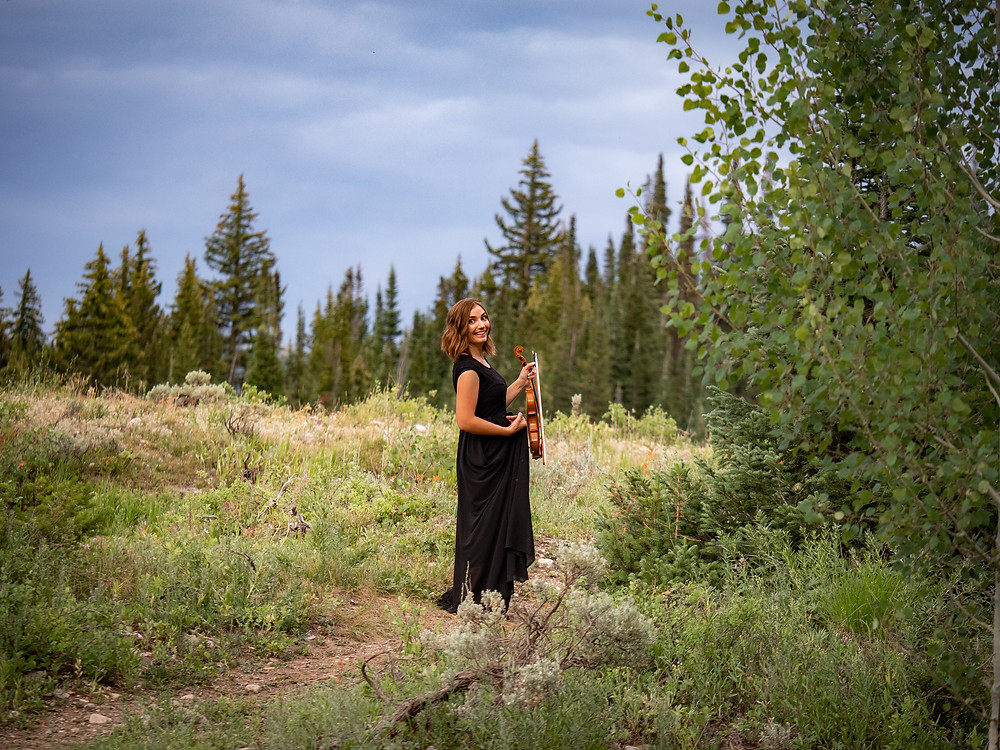 pretty event violinist Jessica McAllister in the mountains of Utah