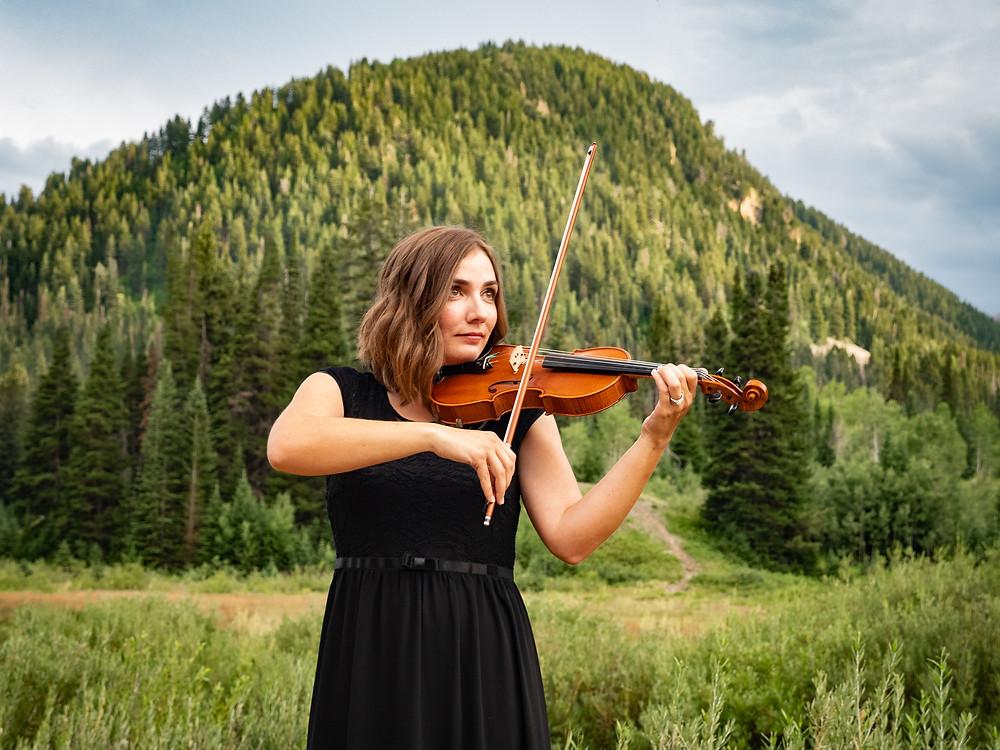 wedding violinist Jessica McAllister plays the violin in Utah