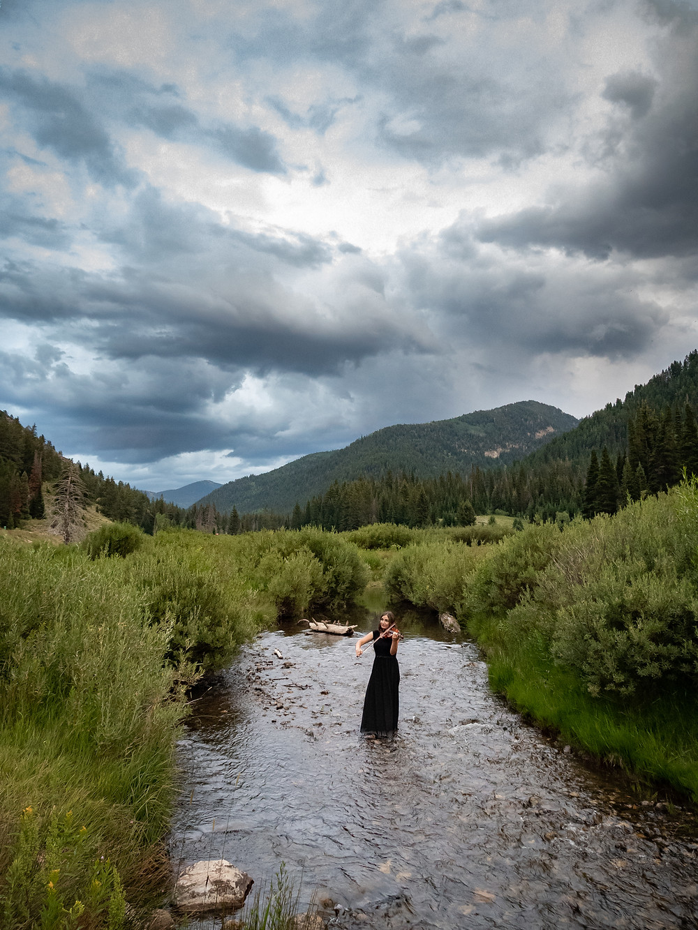 Solo violinist in Utah: Jessica McAllister plays violin while standing in a river