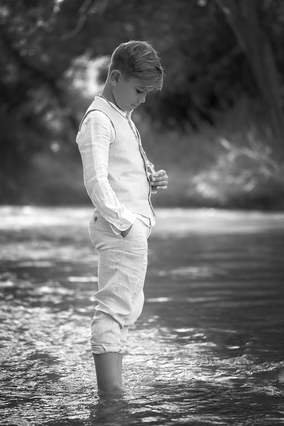 Álvaro en el río