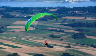 paragliding-3790879_1920.jpg