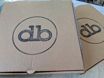 della logo boxes.jpg
