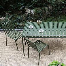 HAY-Palissade-Stuehle-Tisch-Ambiente-01.