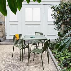 HAY-Palissade-Stuehle-Tisch-Ambiente.jpg