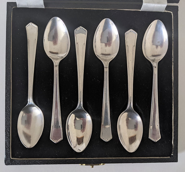 Boxed set x 6 solid silver Tea Spoons of Art Deco angular design Sheffield 1945