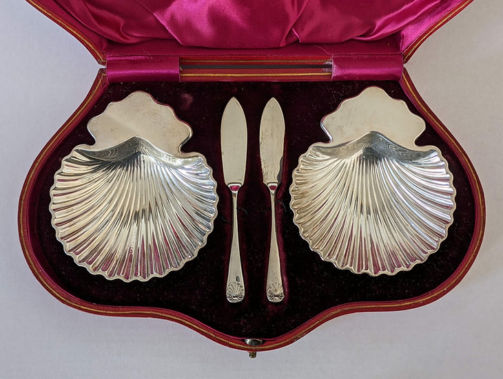 Thomas Bradbury of Sheffield (1912) Pair of Silver Shell Butter Dishes in case