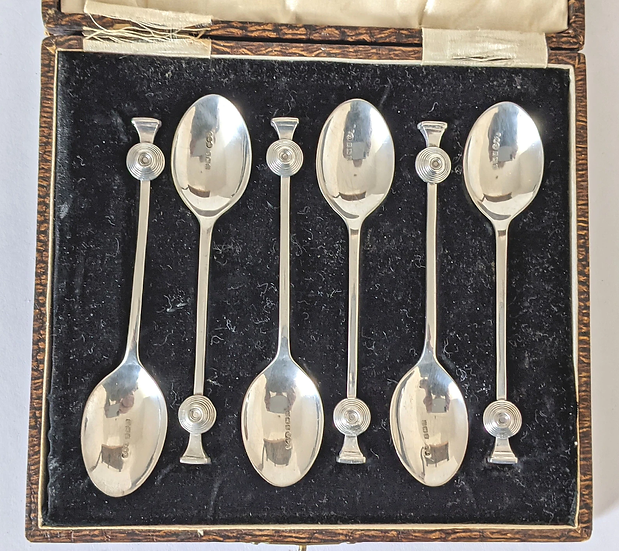 1925 Art Deco coffee/tea/ demitasse Spoons in a case Birmingham 1925