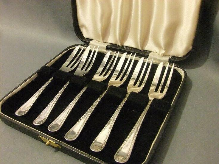 George V Silver Cake Forks Cased Sheffield 1935 Maker Viner's Ltd