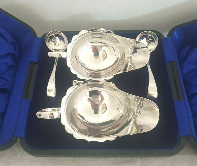 1913 Solid Silver Sauce Boats And Sauce Ladles Cased Pair - Sheffield 1913
