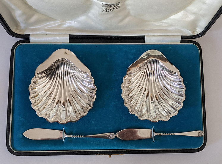 PAIR of ANTIQUE STERLING SILVER SHELL BUTTER DISHES IN CASE - 1903 - 1902