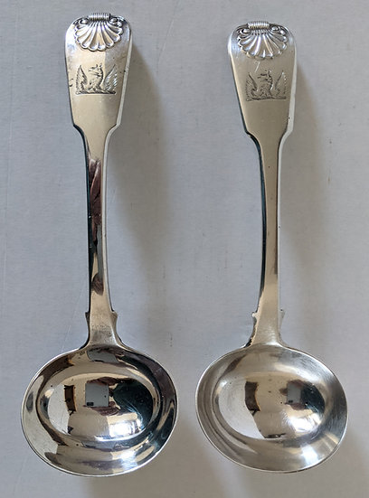 A PAIR OF LARGE GEORGE IV HALLMARKED SOLID SILVER Sauce/Gravy LADLES 153.7 GRAMS