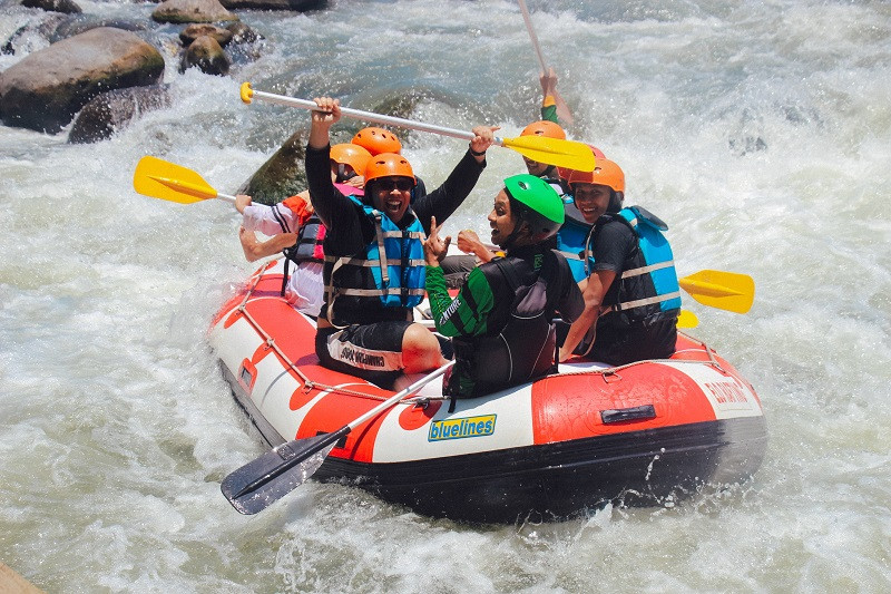 River Rafting in the milky white Beas River is among the most popular adventure sports in Manali