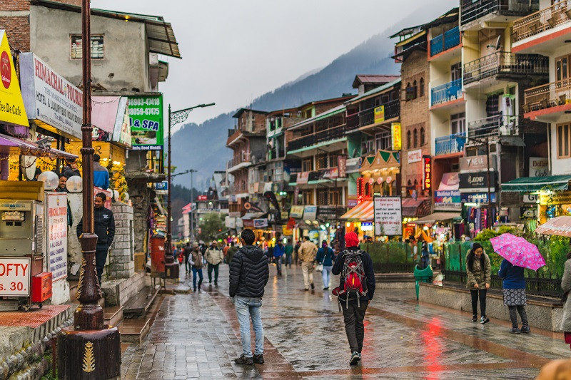 Mall Road is the most happening place and a must visit place in Manali