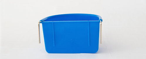 PLASTIC COOP CUP WITH METAL HOOKS