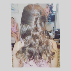 assist from Ally 😍 perfect look for a #bride or #bridesmaid