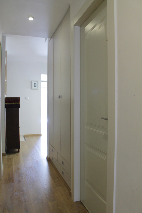 built in linnen closet_ hallway