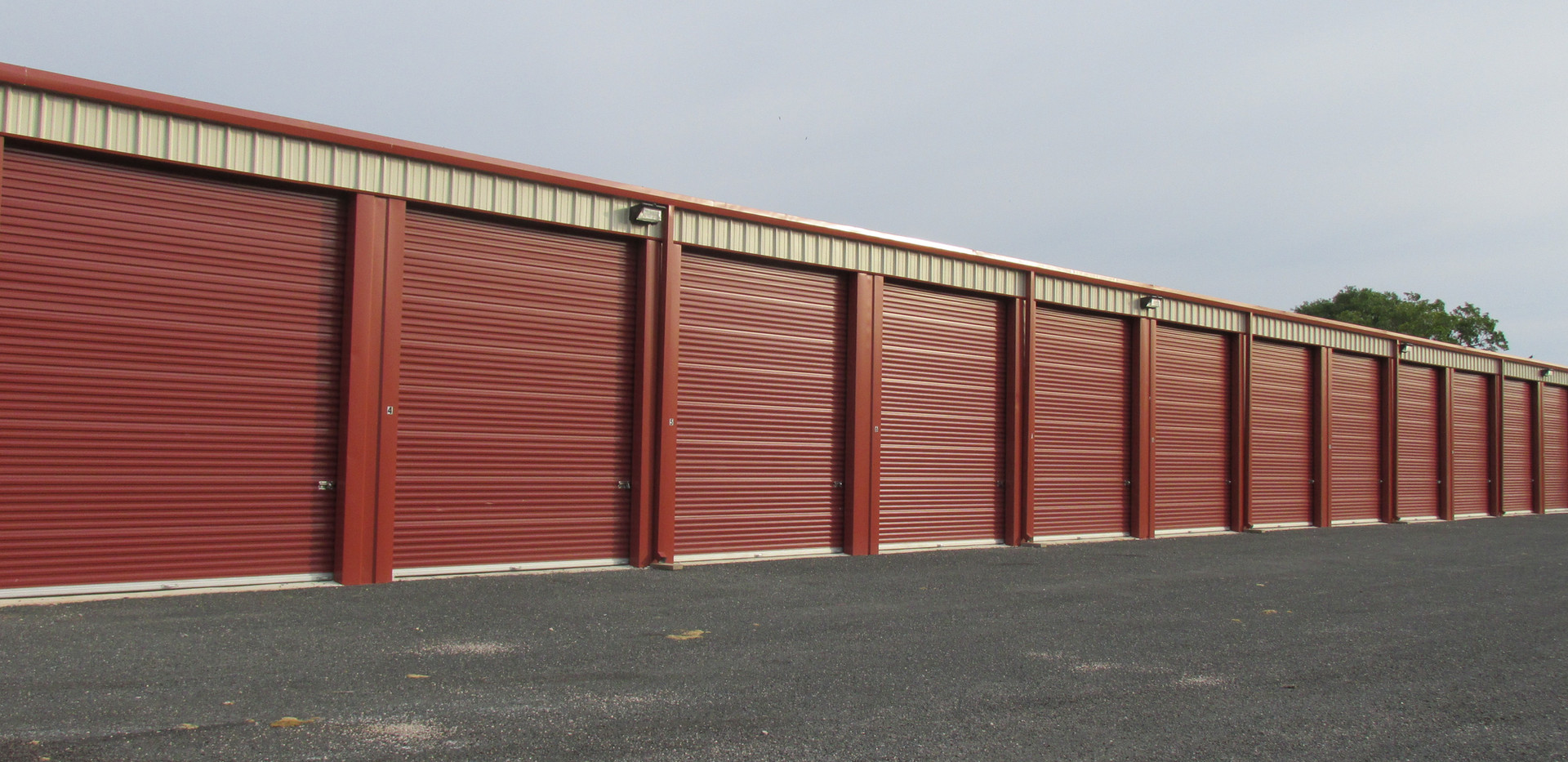 self-storage enclosed bldg. pic 3.JPG