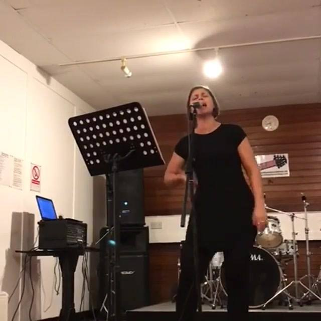 Natural Woman - Aretha Franklin 🎶🎙🎶 (Its an attempt...no one sings Aretha like Aretha!) Some rehearsal last night for tonight's gig in The Twisted Thistle in Old Kilpatrick - Diva Night!😍👸 I went into the studio last night and couldn't get my head in