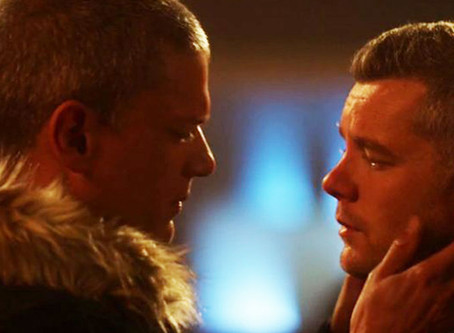 "Russell Tovey y Wentworth Miller se besan en el Crossover ""Crisis en Tierra X"""