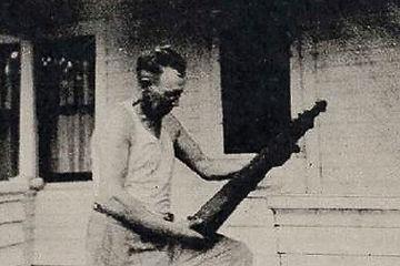 Skafti Benediktsson Arason holding langspil