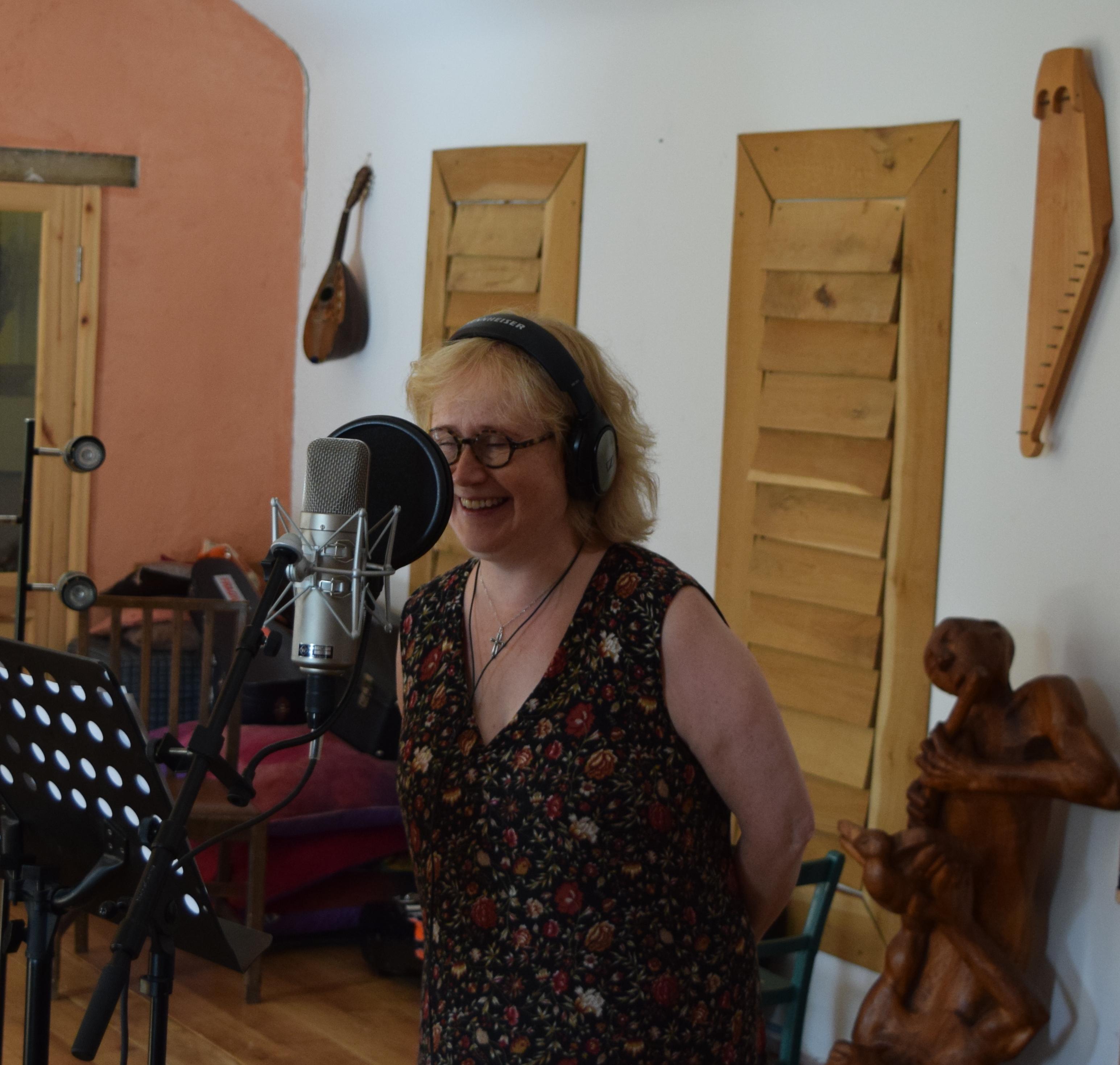 Bára Grímsdóttir singing