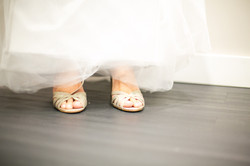 detalhes da barra do vestido e sapat