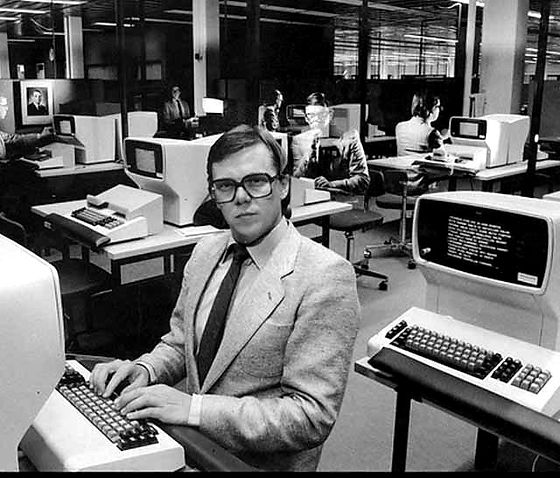 vintage-computers-1970s-modern-office_edited.jpg