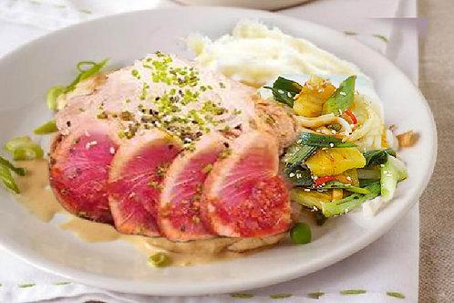 Lườn cá ngừ chiên bơ sauce đậu phộng rau theo mùa, khoai tây nghiên