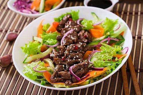 Salat thịt bò (USA) nướng, bánh mì bơ tỏi