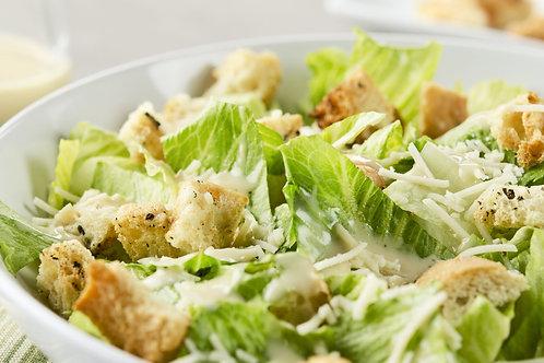Salat thịt gà nướng phong cách Caesar, bánh mì bơ tỏi