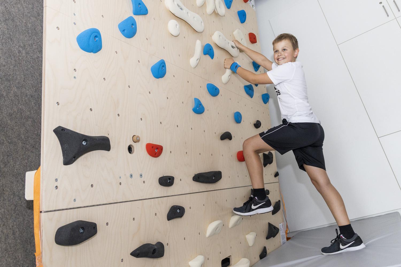 Boulderwand_Therapie klettern (1)
