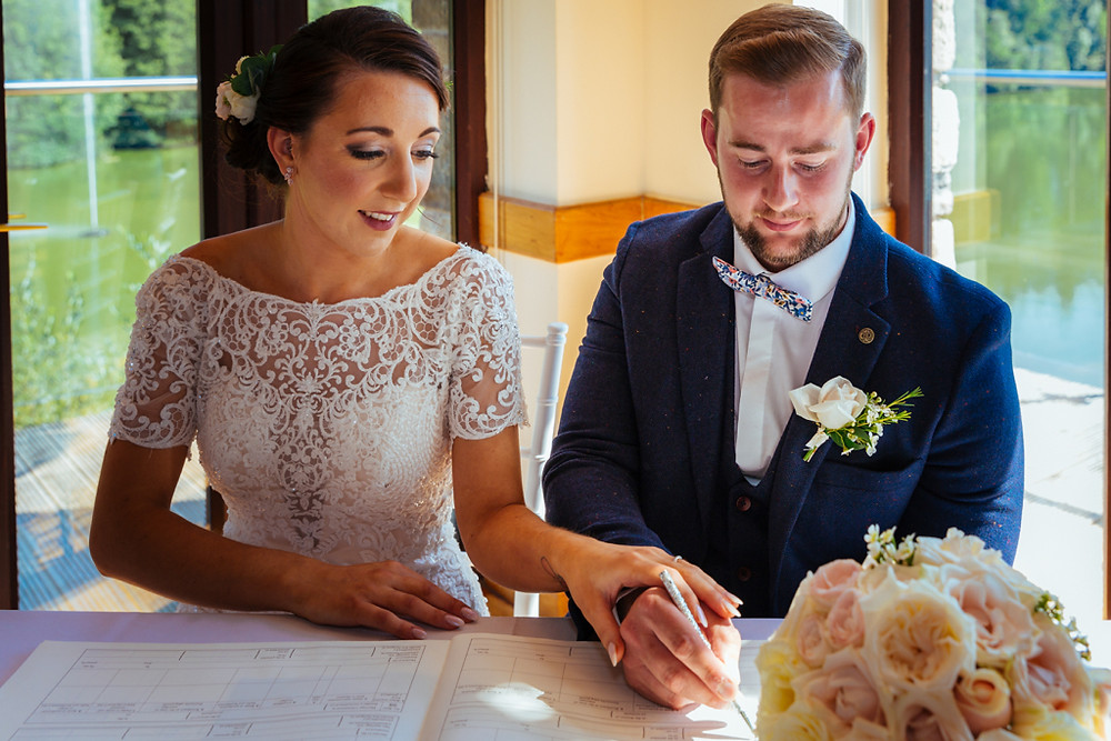 Wedding ceremony Canada Lodge and Lake Cardiff